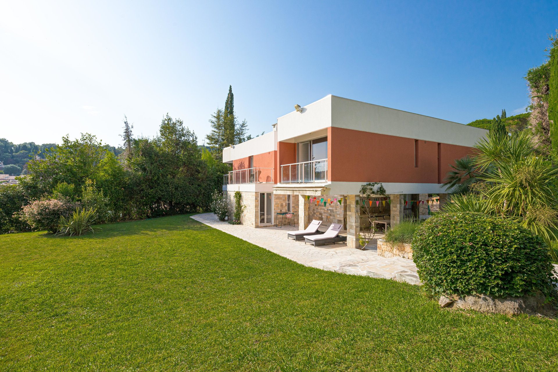 Biot - Large villa in guarded residence with pool and tennis. Mint condition. SOLE AGENT!