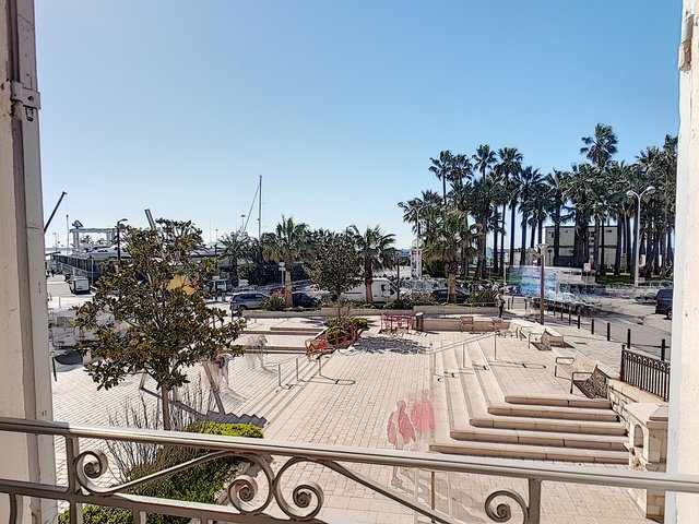 Stunning apartment with view onto the old Port of Cannes