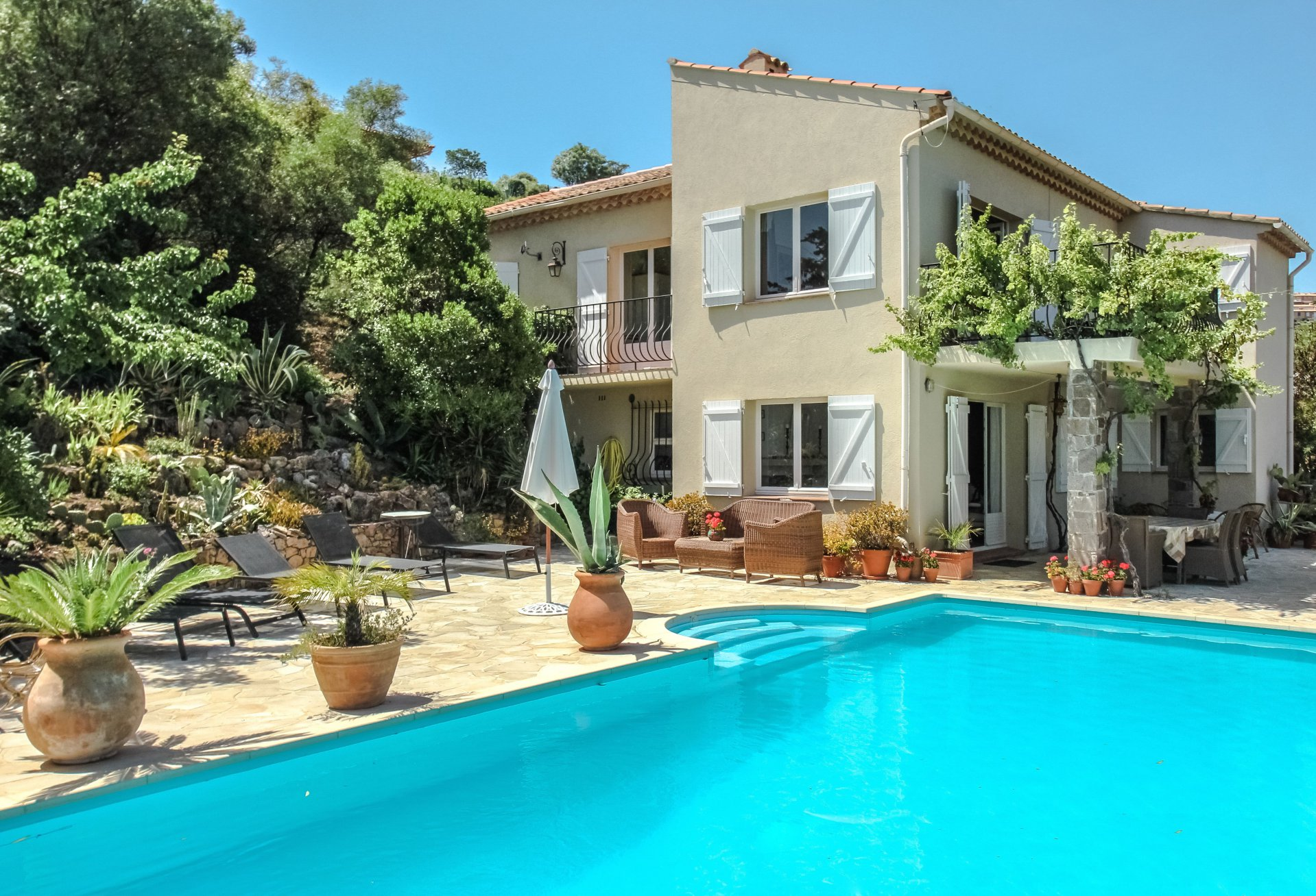 Villa with 4 bedrooms, pool and sea view in Les Issambres