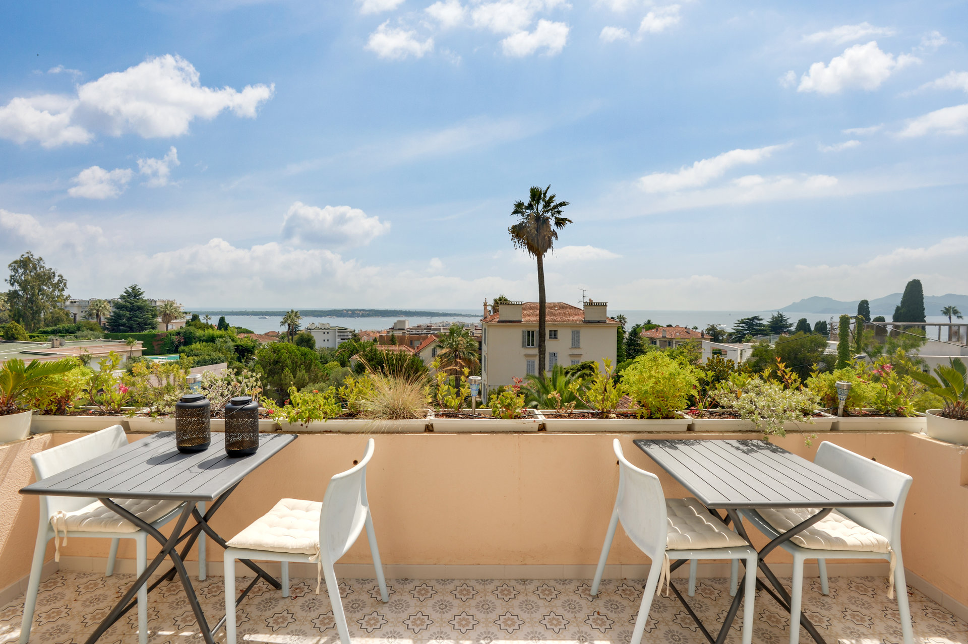 SOLE AGENT - Cannes Californie - Exceptional location with exceptional view