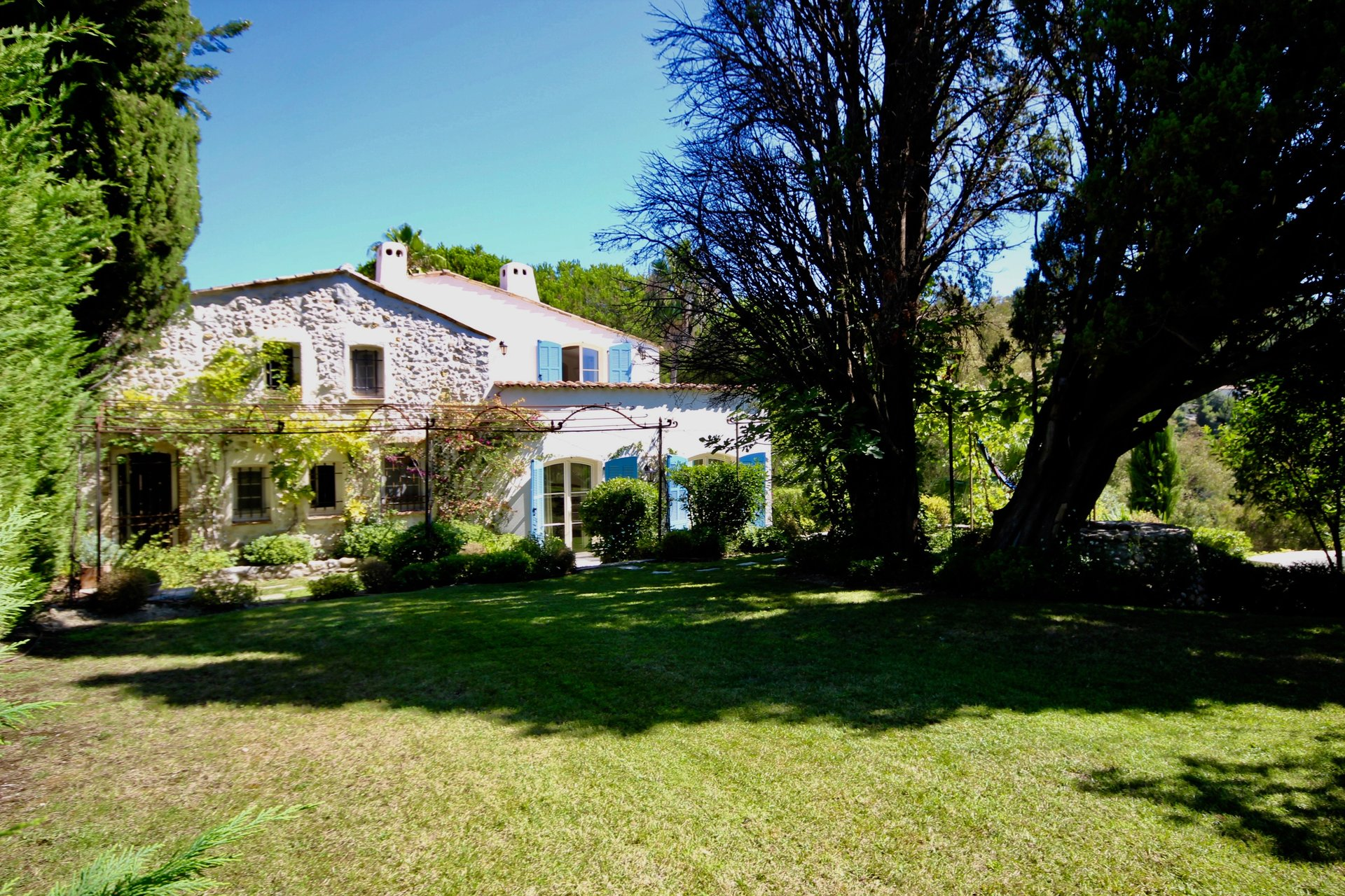 CHARMING PROPERTY IN SAINT-PAUL-DE-VENCE