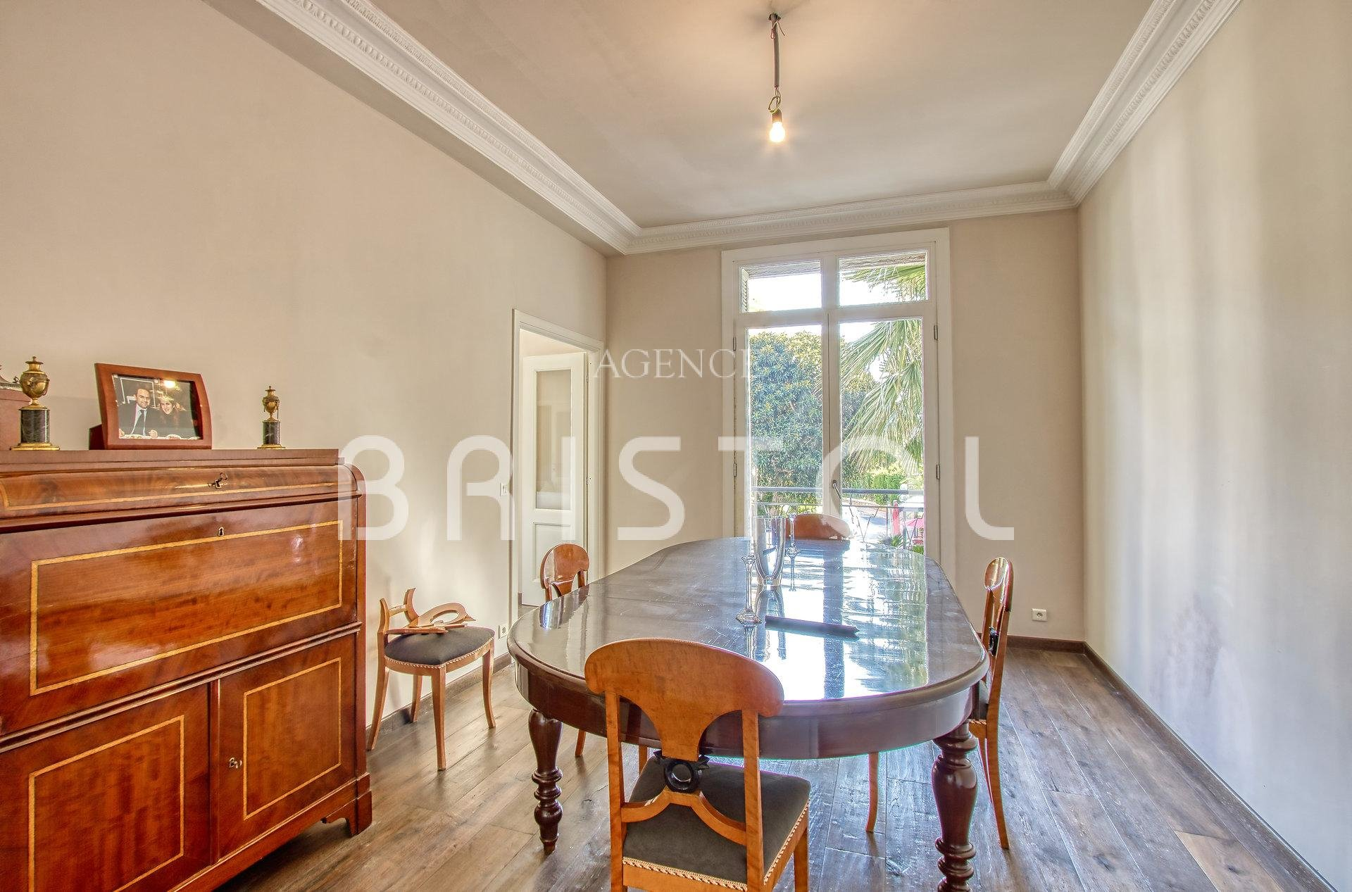 Large apartment 200 sqm in central building in Beaulieu sur Mer