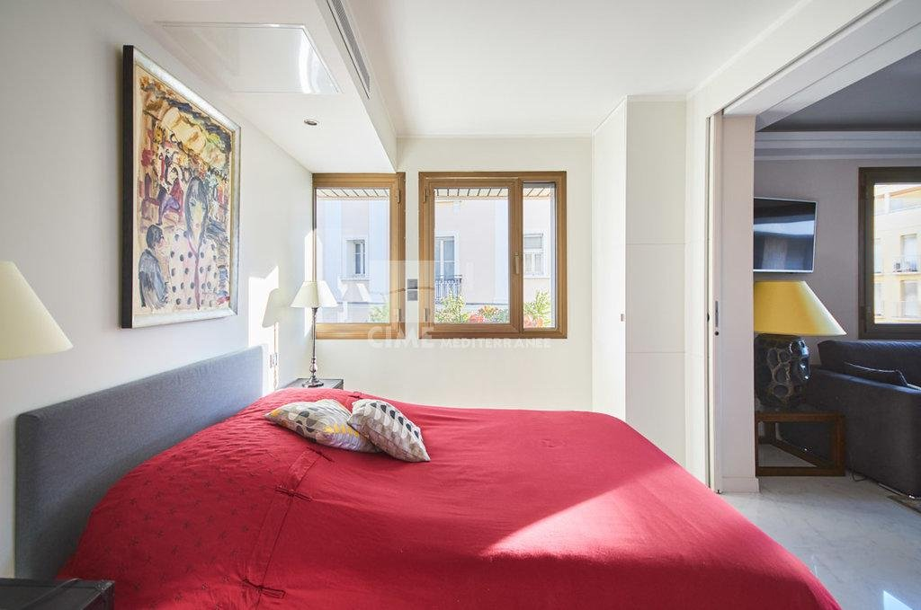 Sale luxury apartment in Cannes, Le Gray D'Albion - 3 bedrooms with terrace
