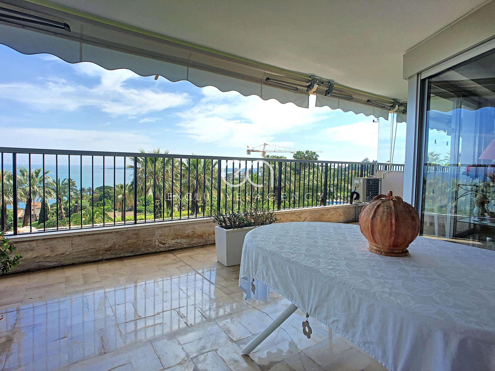 Cannes Californie 136sqm 3-bedroom apartment and terrace with panoramic sea view