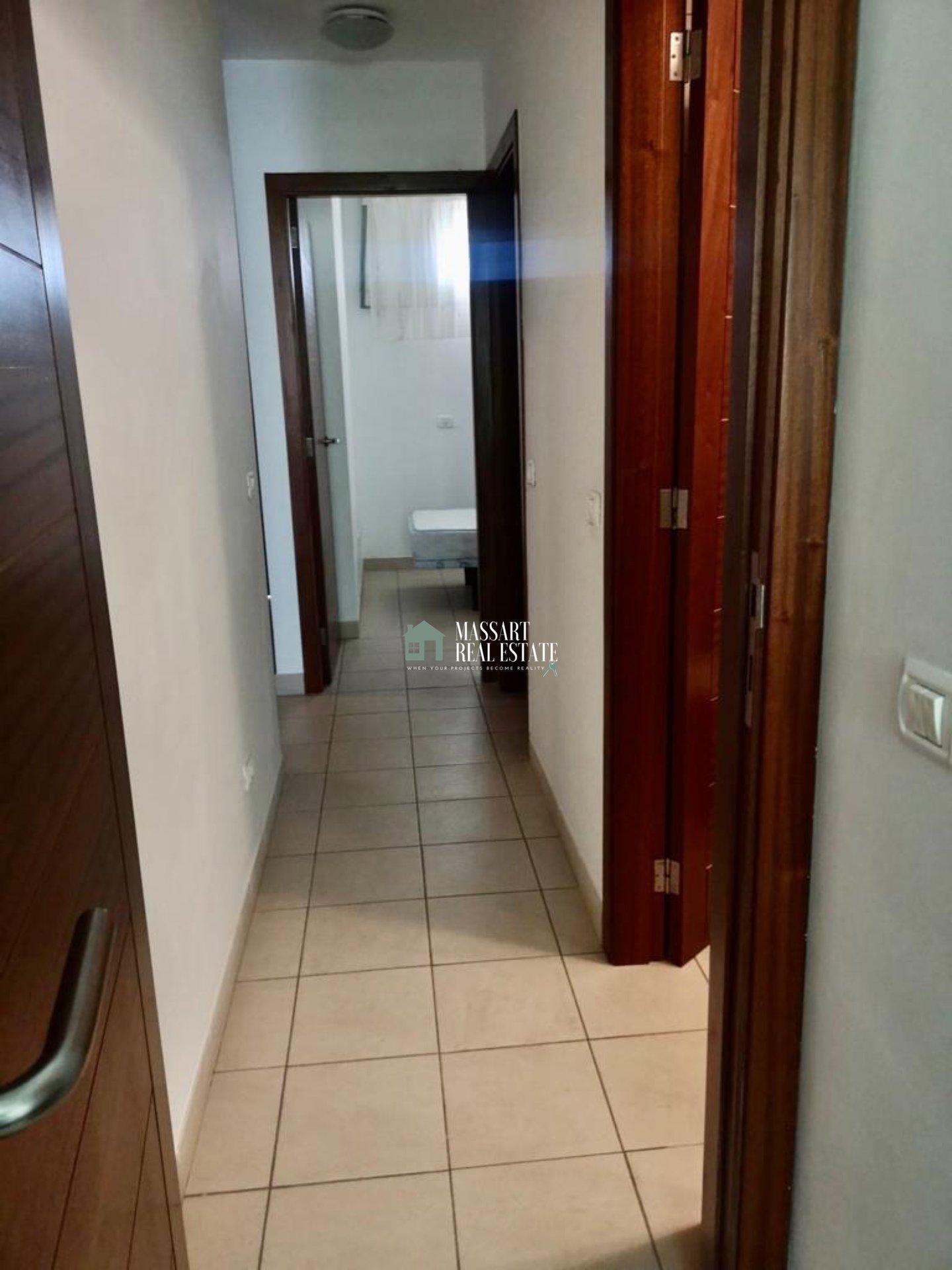 Te huur in een centraal gedeelte van San Isidro, licht appartement gekenmerkt door zijn complete uitrusting en zijn goede staat van instandhouding.