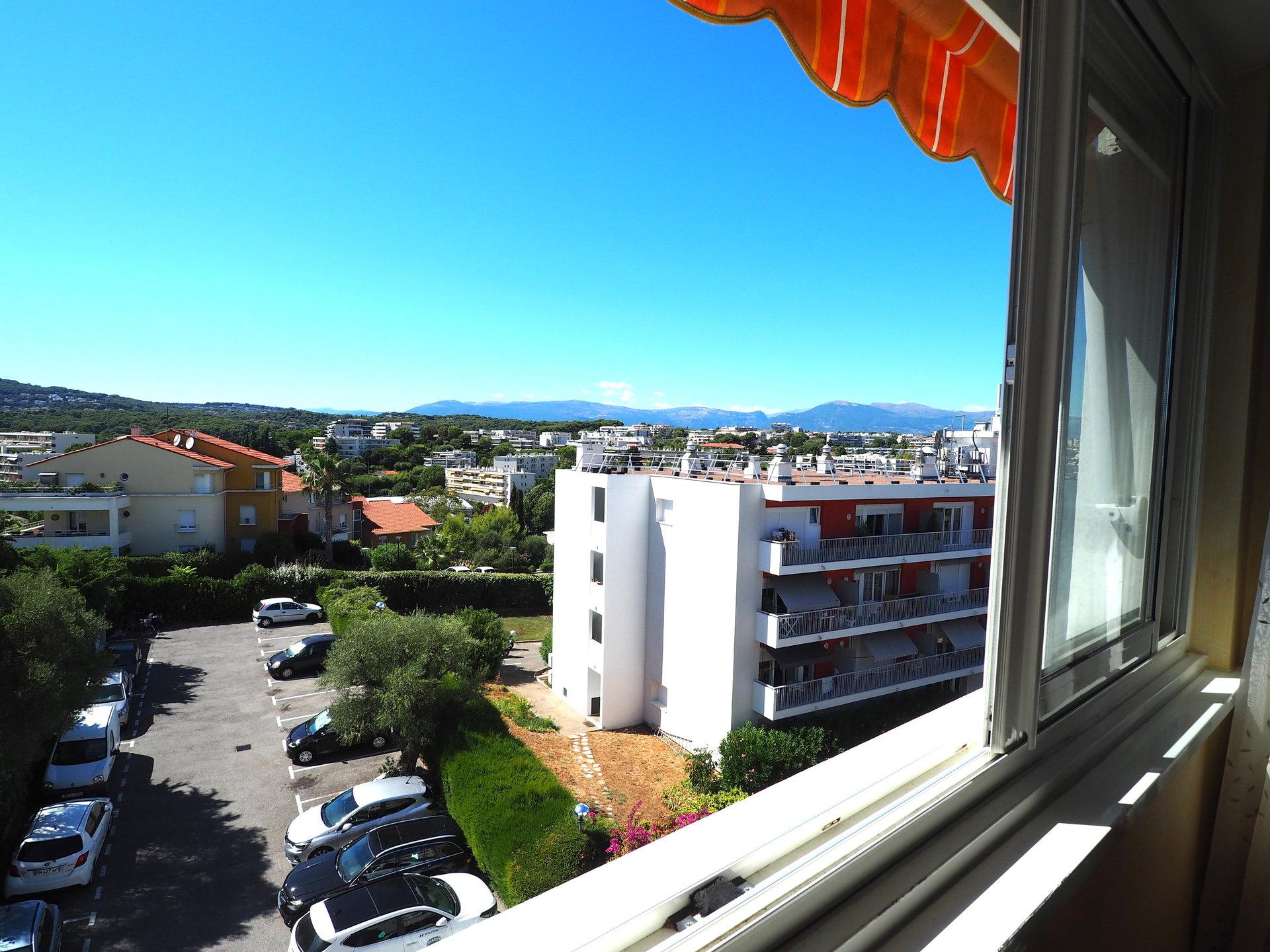 2 slaapkamer appartement op de bovenste verdieping in een rustige residentie met zwembad en panoramisch uitzicht