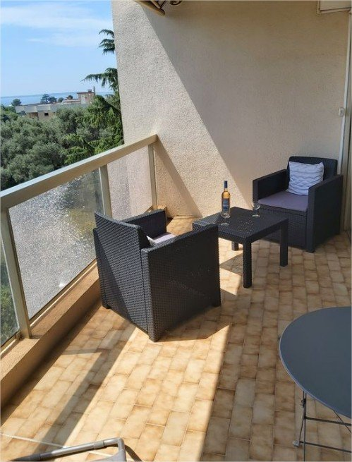 Grand studio avec terrasse et double vue mer