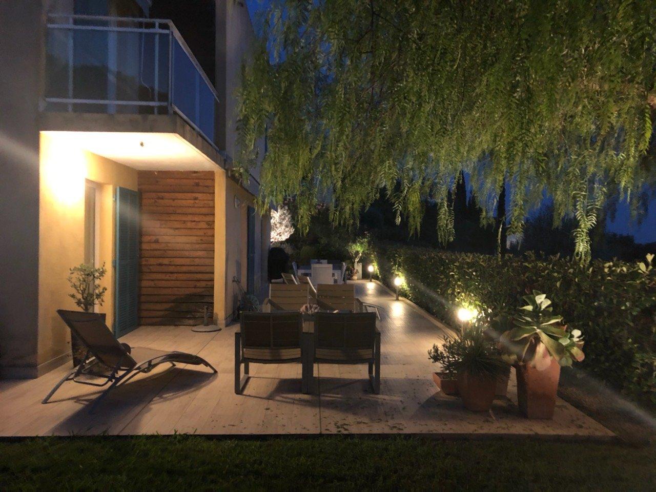Casa indipendente con 4 camere, vista mare, piscina, parcheggio privato