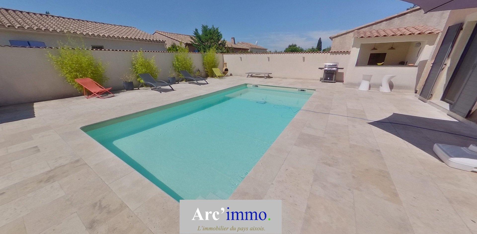 VILLA T6 de 155m² sur 708m² de terrain avec piscine.