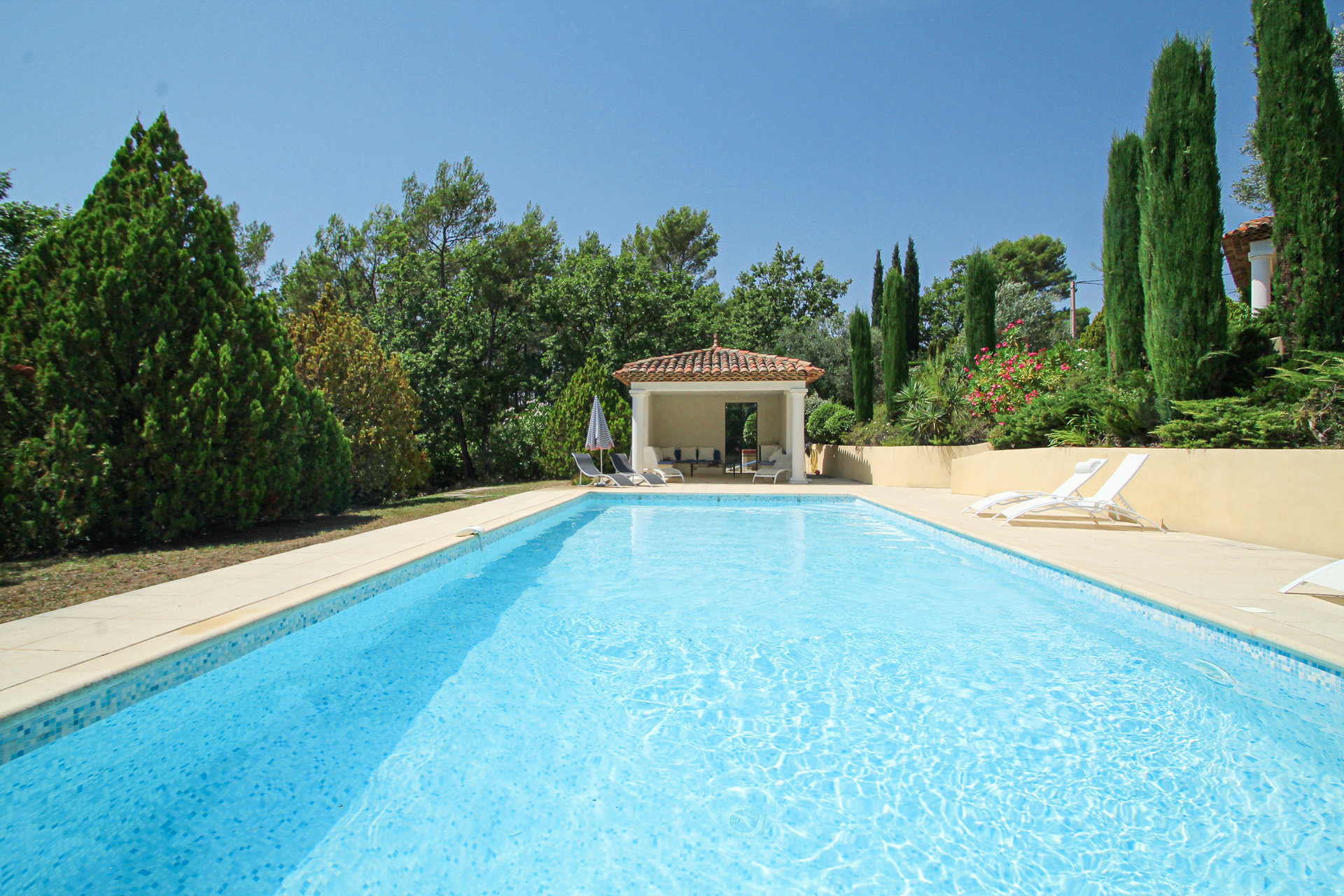 Seillans villa dans la campagne avec grande piscine