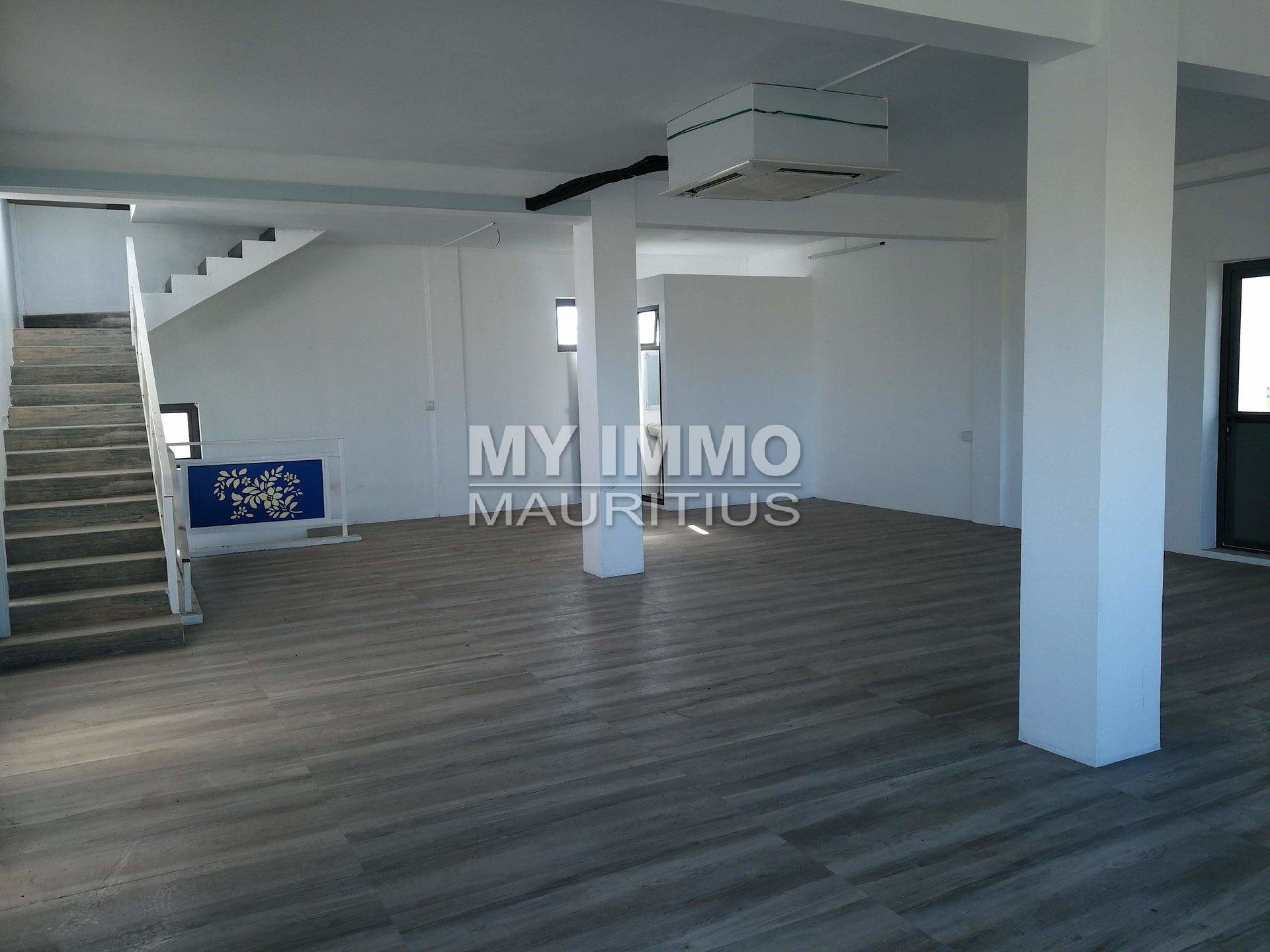 Local commercial neuf 200 m2