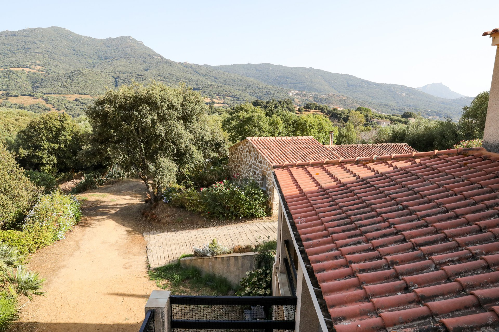QUIET HOUSE AROUND BARRACCI WITH SWIMMING POOL