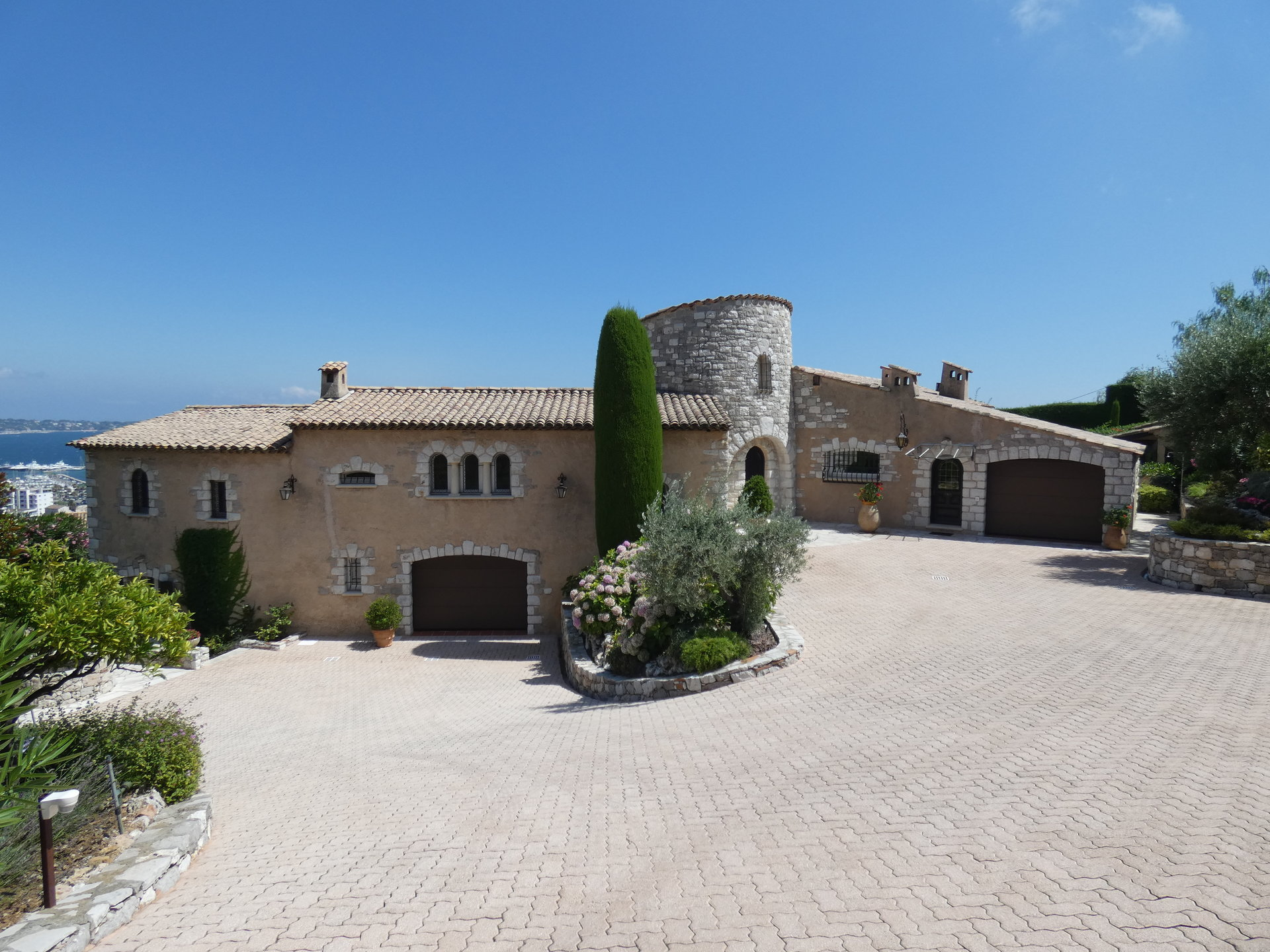 VILLA WITH A PANORAMIC SEA VIEW