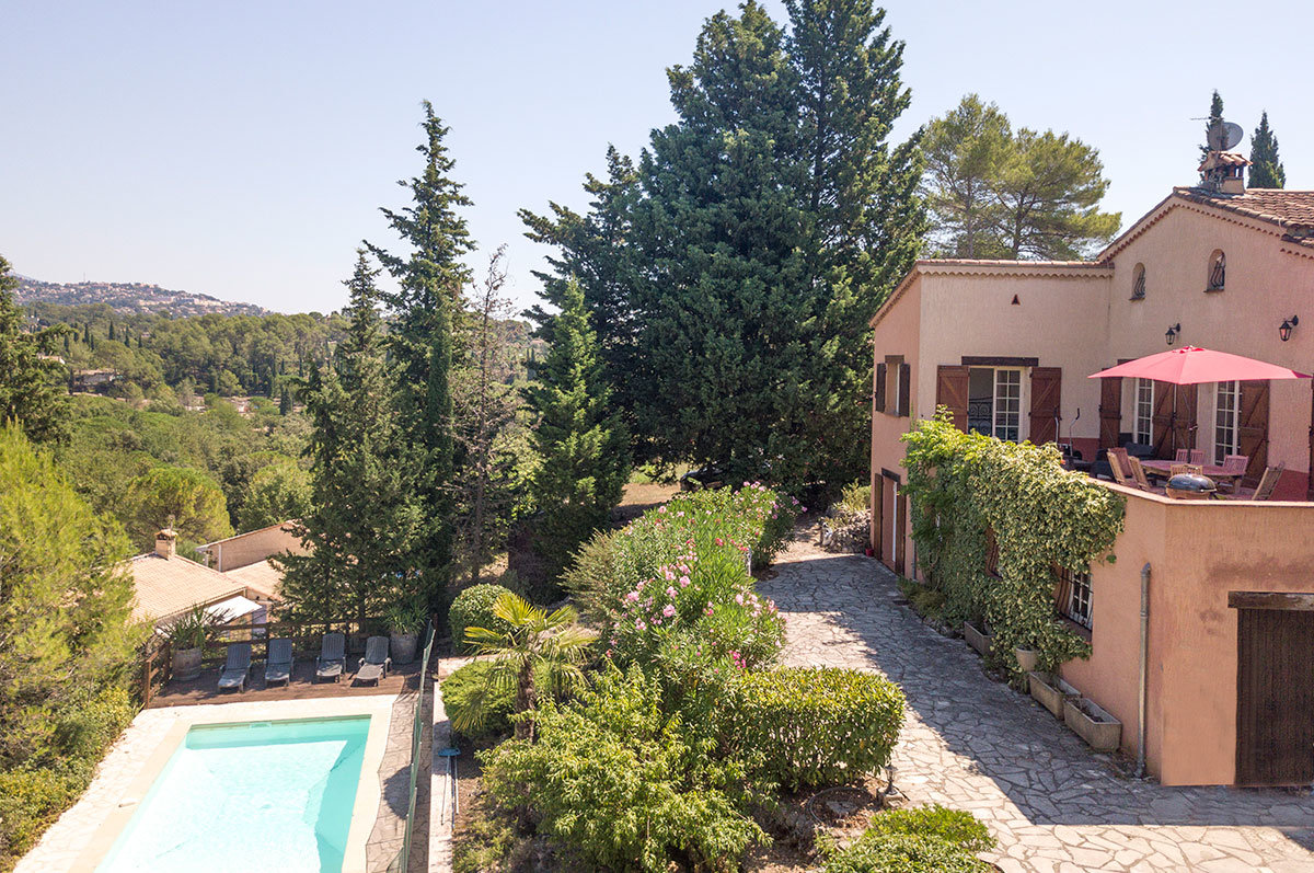 For sale Peymeinade - 5 bed with building potential