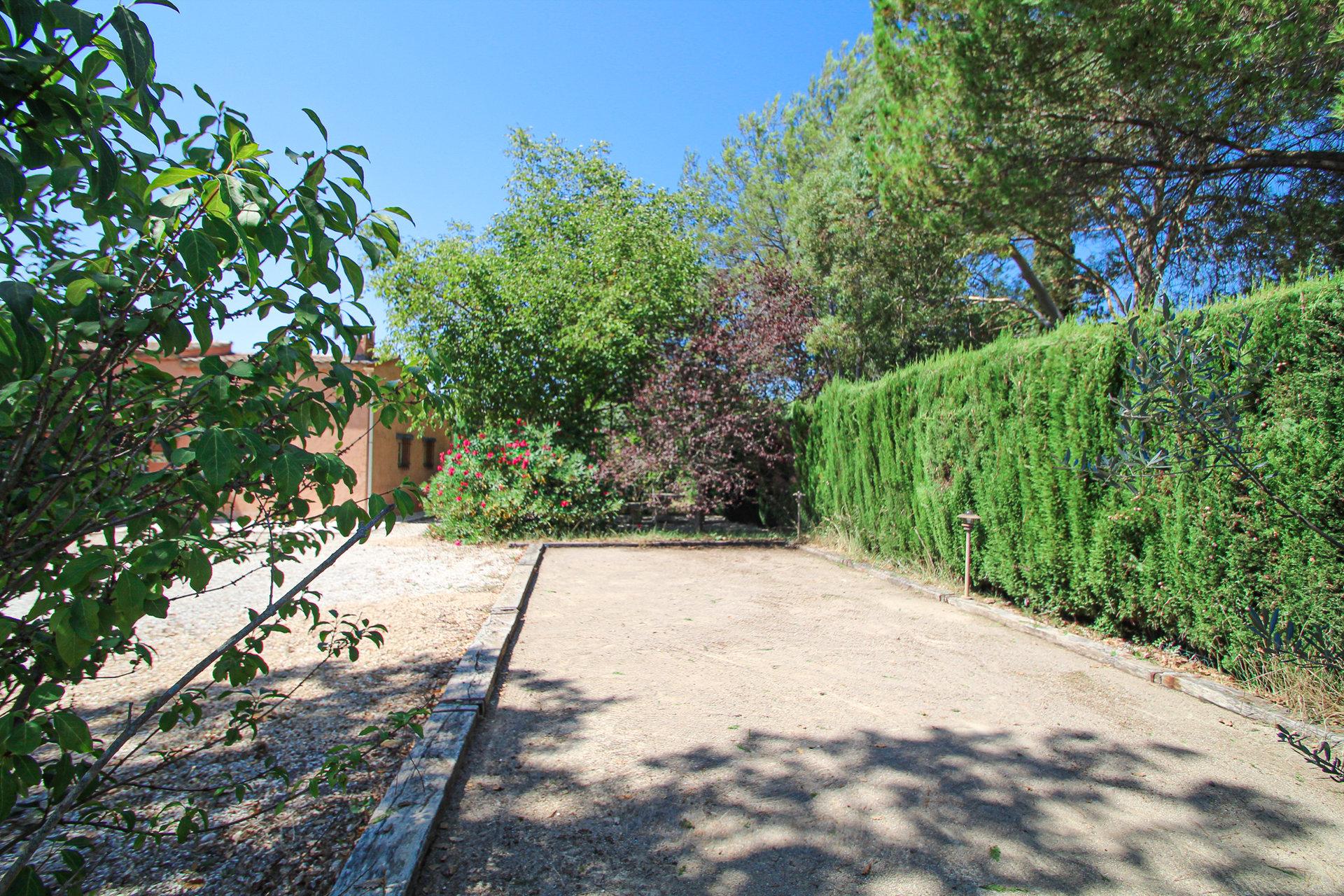 Villa de plain pied avec grande piscine