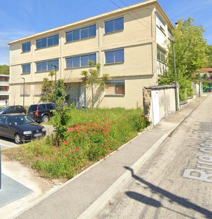 Local 1 pièce 225 m²