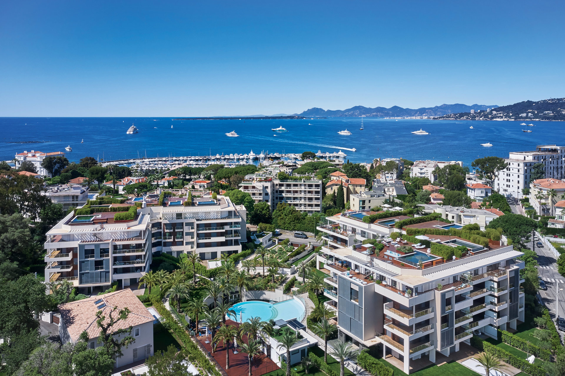 CAP D'ANTIBES -  New 3 bedroom apartement of 147m2 living surface with large terraces in exceptional résidence