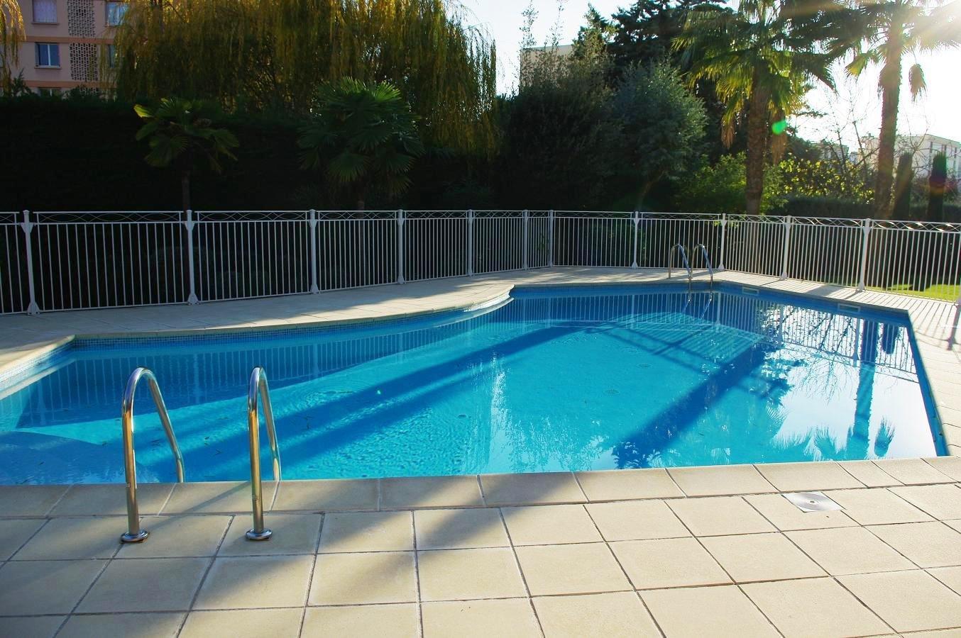 FREJUS PLAGE-Superbe T2 résidence avec piscine.