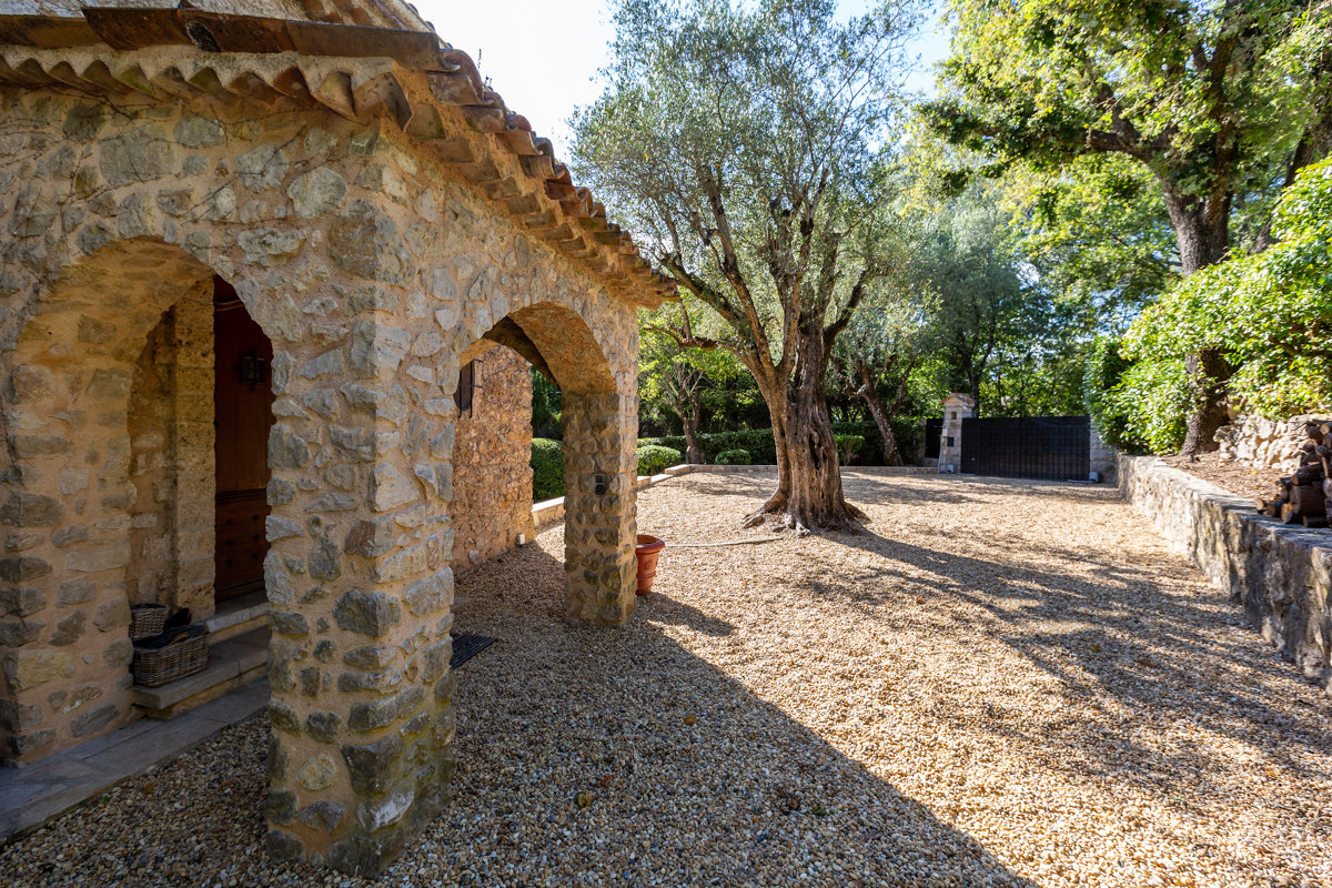 Roquefort - 16th century charming renovated farmhouse