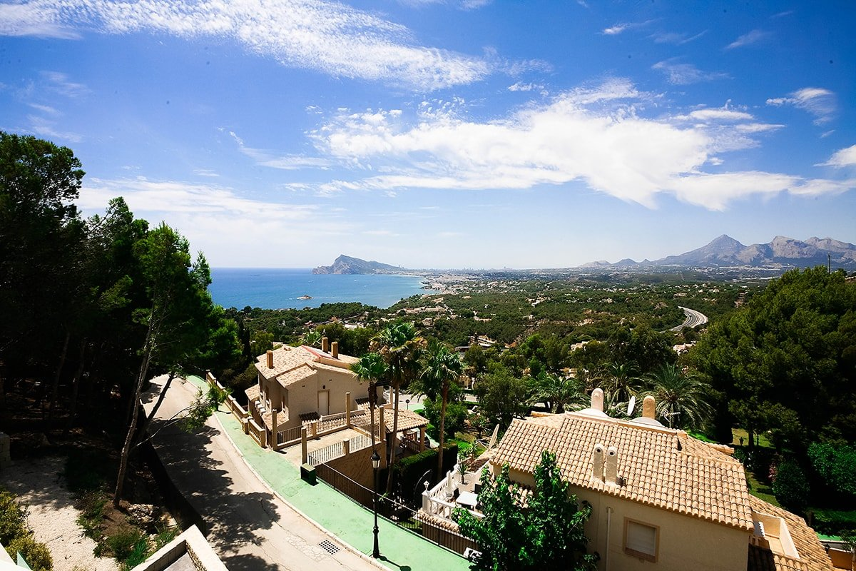 Prestigious villa with a panoramic view of the bay of Altea