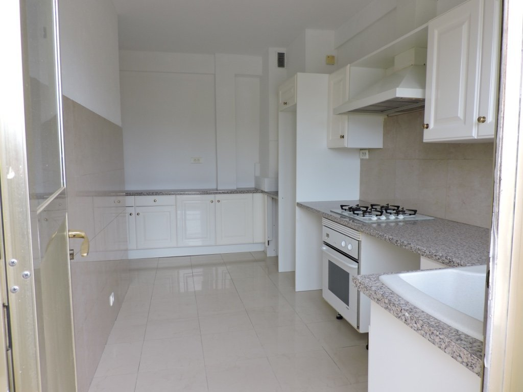 Large 3 bedrooms with terrace, close to beaches