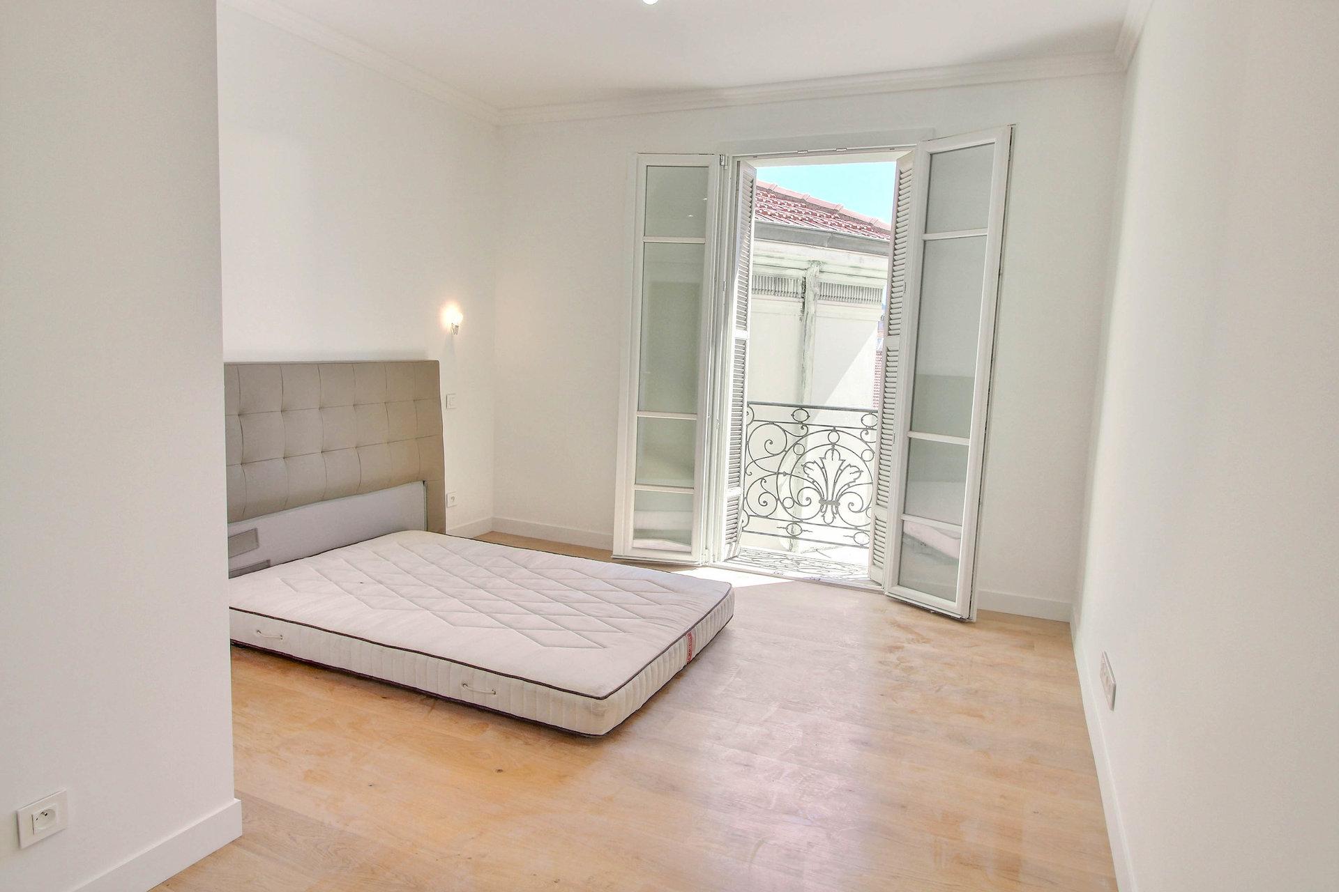4:a på sista våningen - Nice Carré d'Or