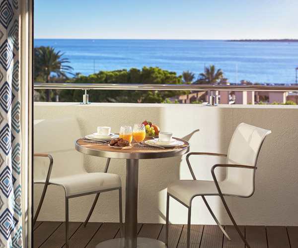 CAP D'ANTIBES -  New 2 bedroom apartement of 93m2 with large terrace in exceptional résidence