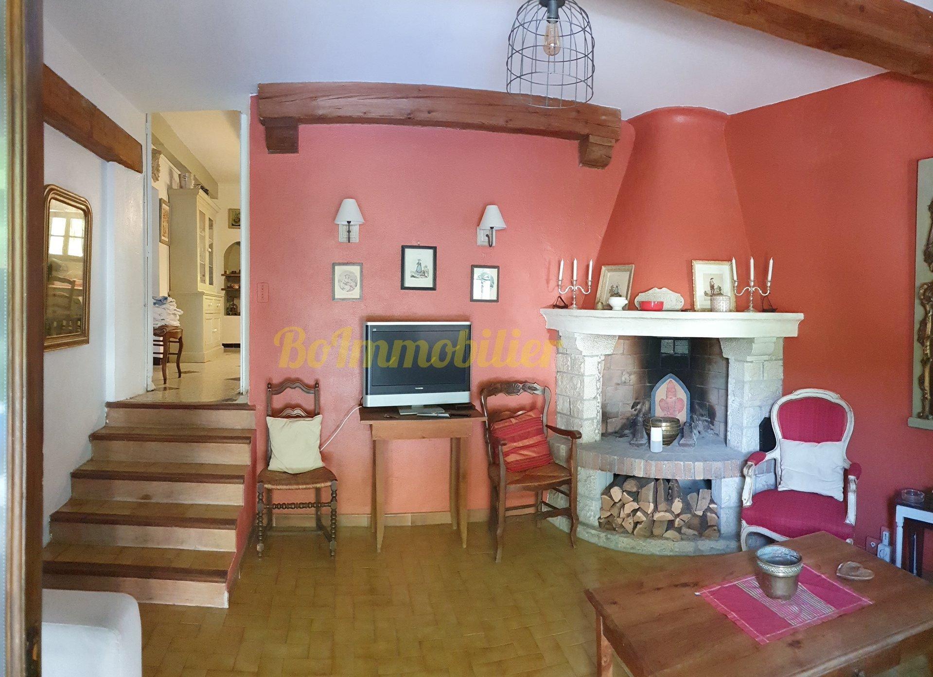 Deux maisons en pierre 150 m², terrain 2000 m² Piscine.