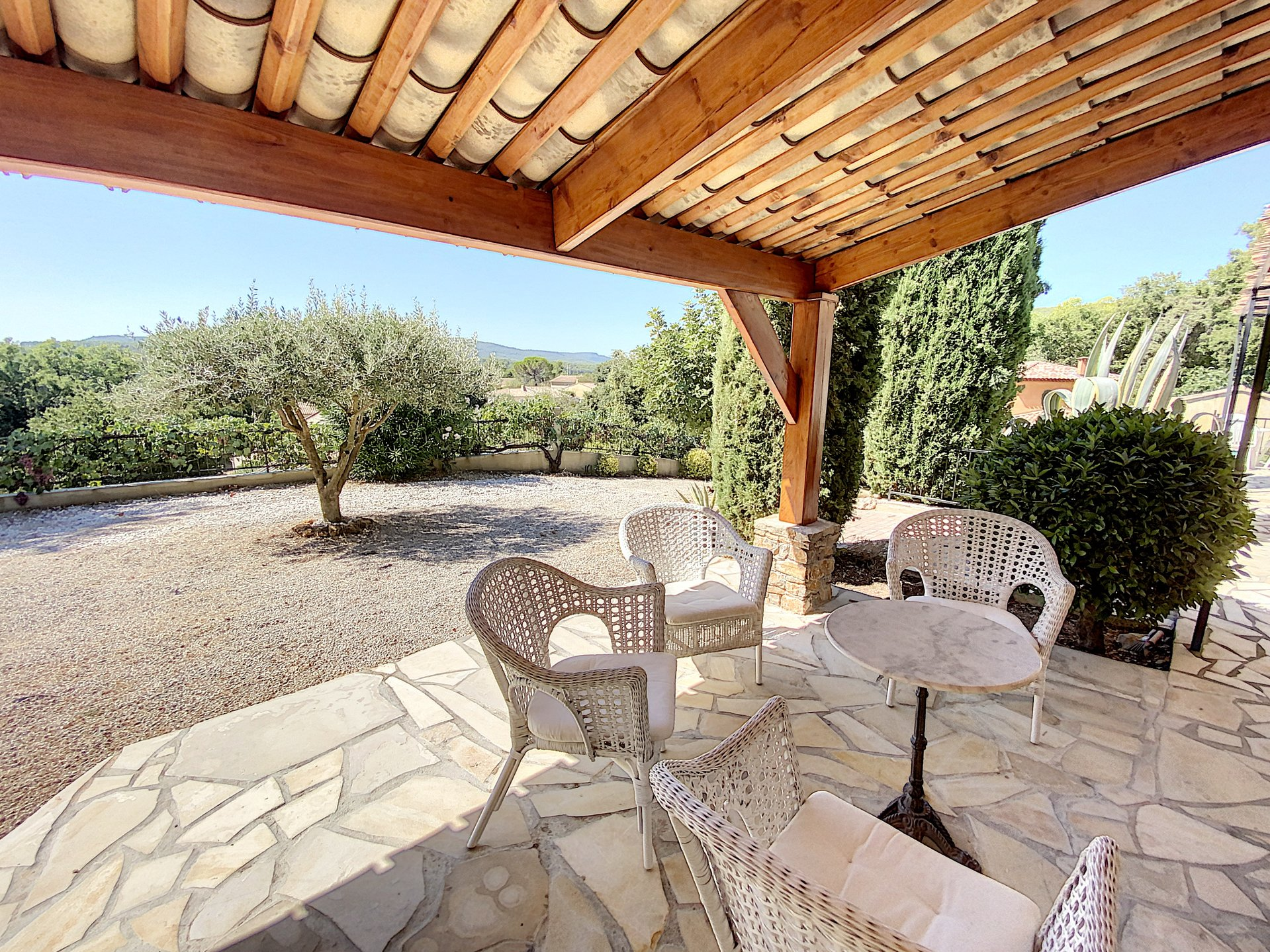 Beautiful villa with pool and views, walking distance from the village