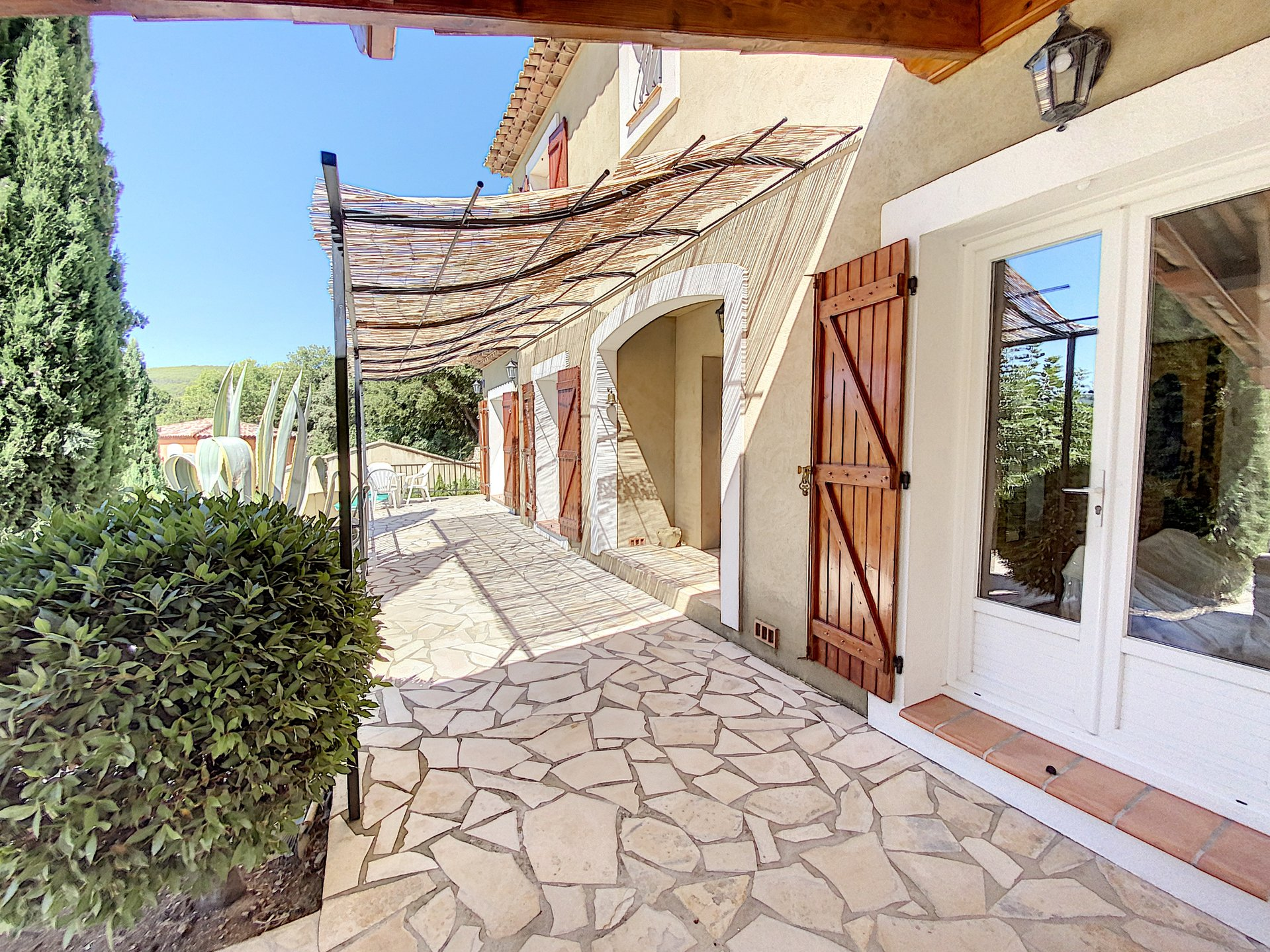 Beautful villa with pool and views, walking distance from the village
