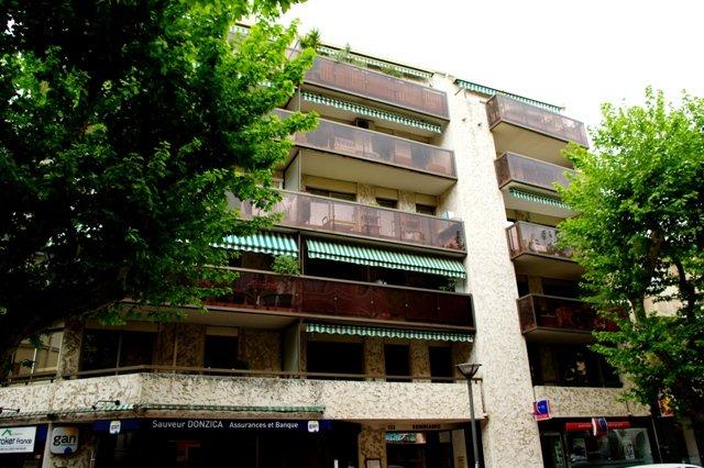 SAINT-RAPHAEL-T3  a renover+GARAGE -en centre ville