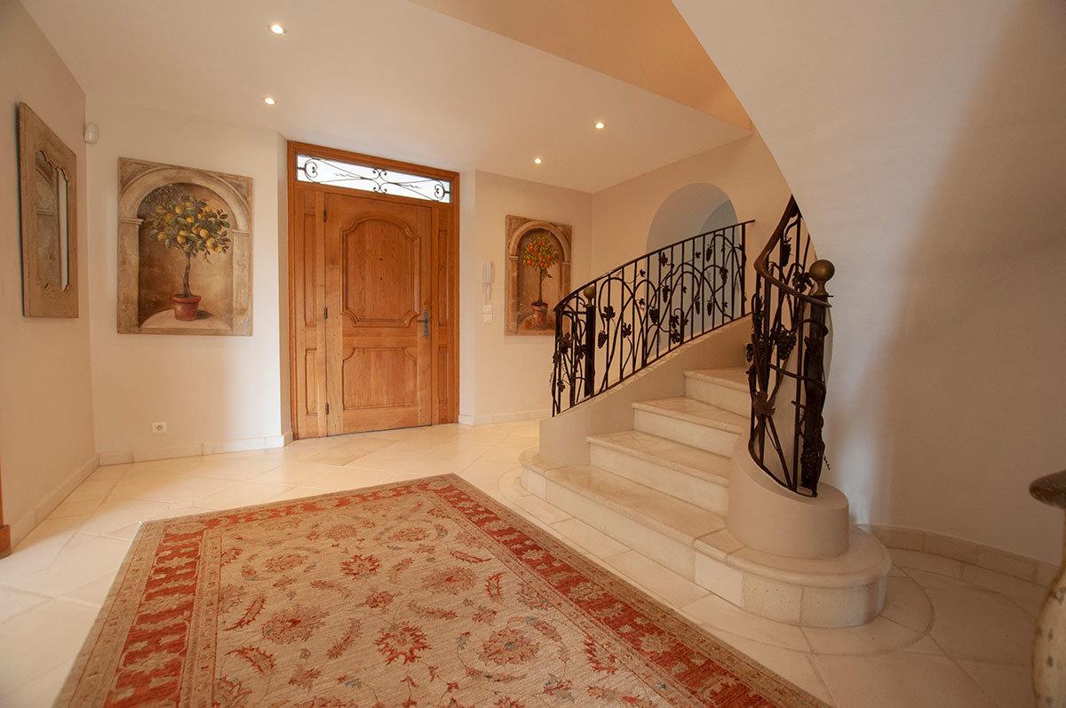 For Sale Grasse Magagnosc - 7/8 bed Elegant Villa with tennis