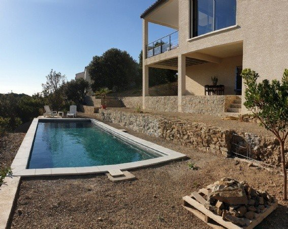 Recent villa with swimming pool and breathtaking views