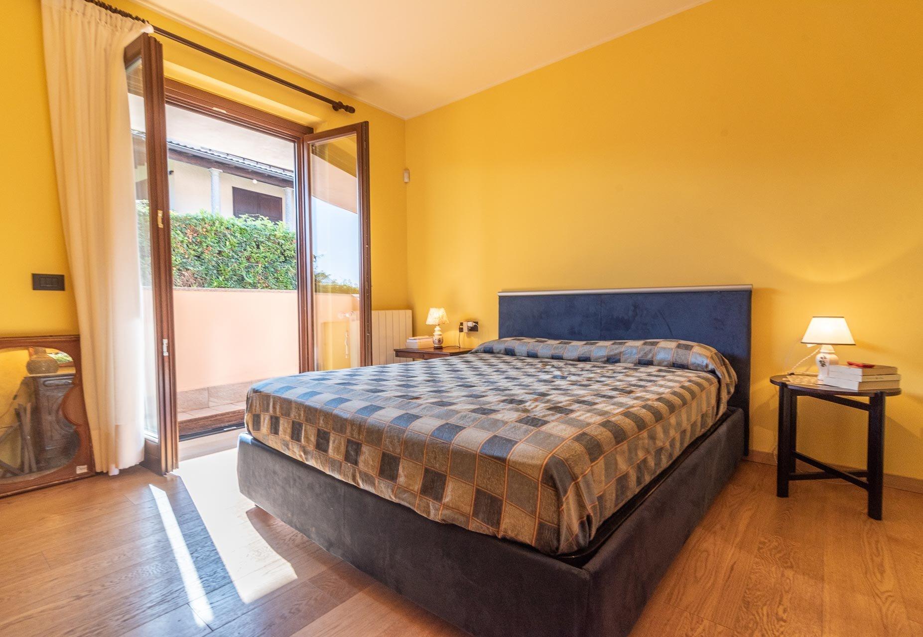 Semi-detached house for sale in Stresa - master bedroom