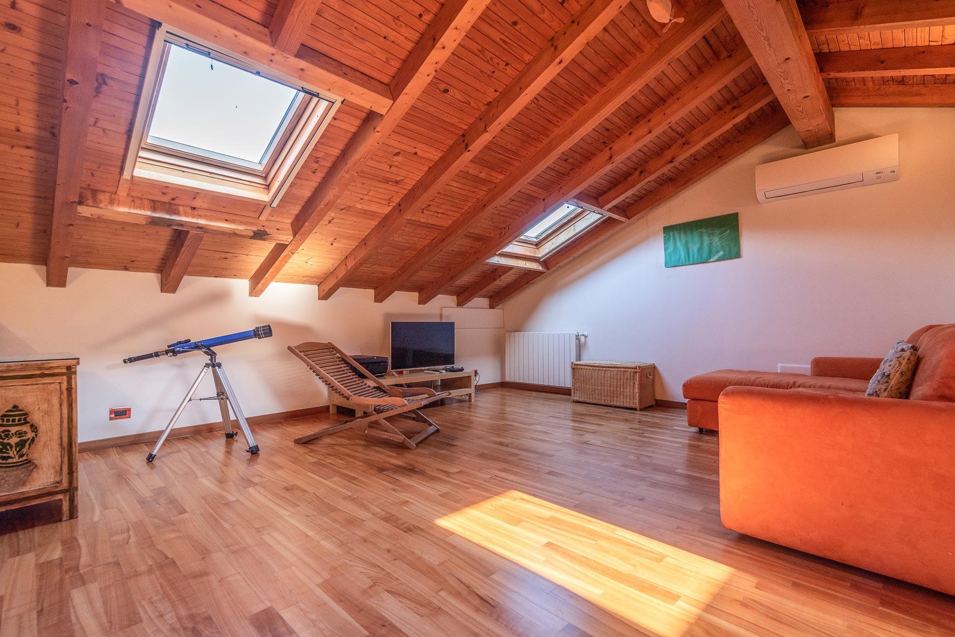 Semi-detached house for sale in Stresa - mansard