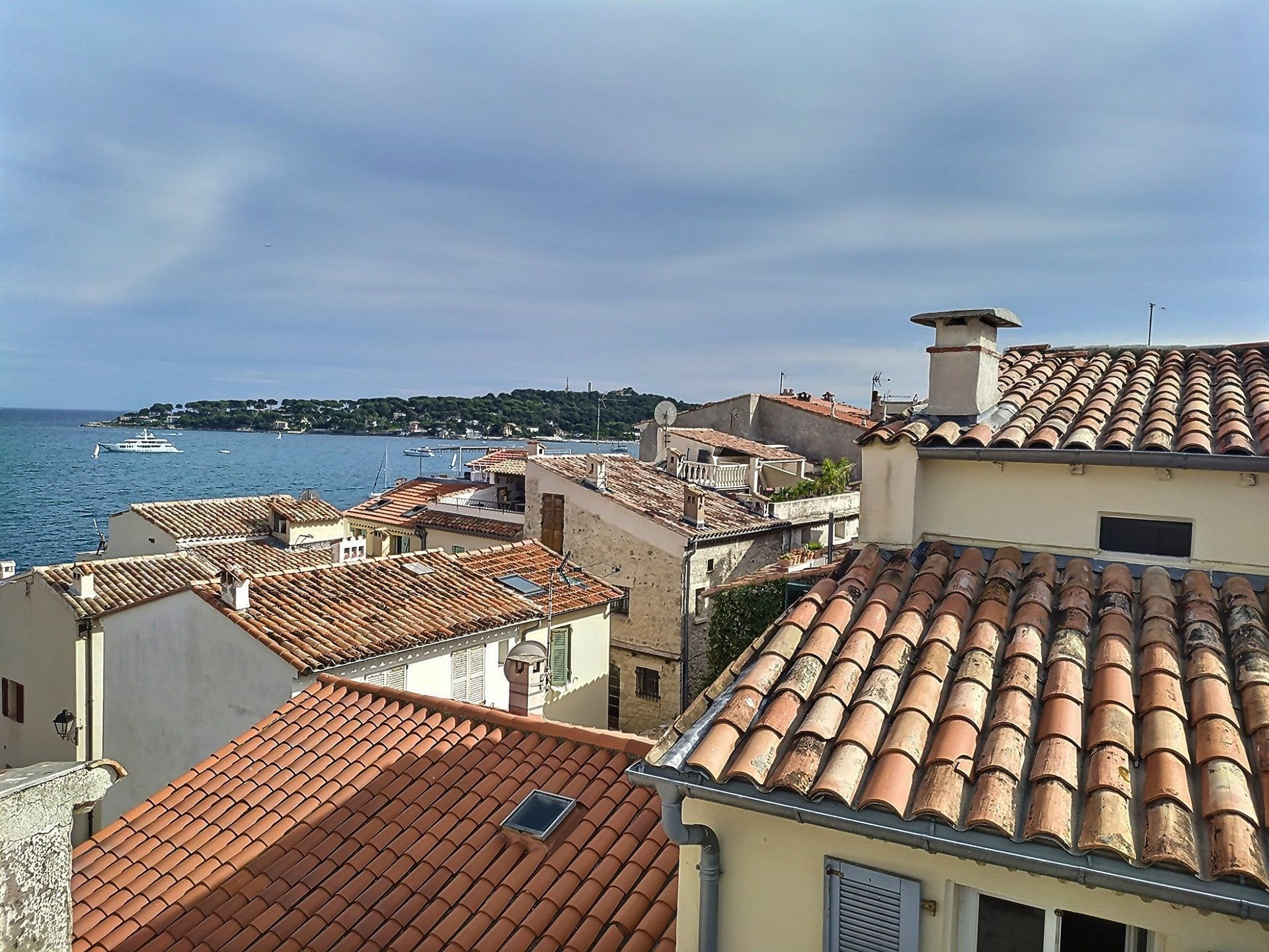 APPARTMENT ON REMPARTS VIEIL ANTIBES - 3P 47 M2