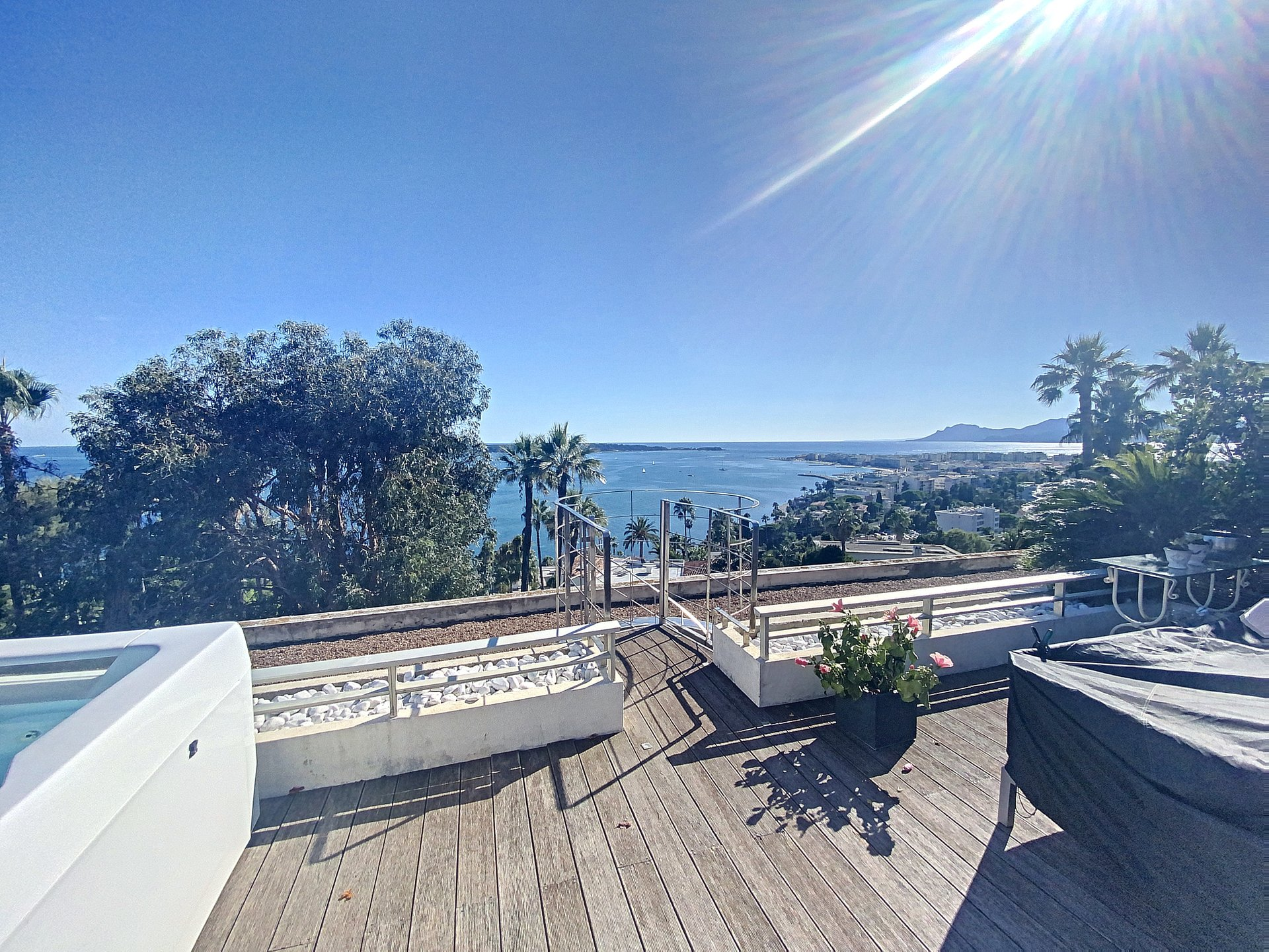 Cannes Californie penthouse 147 m2 terrace 150 m2 sea view
