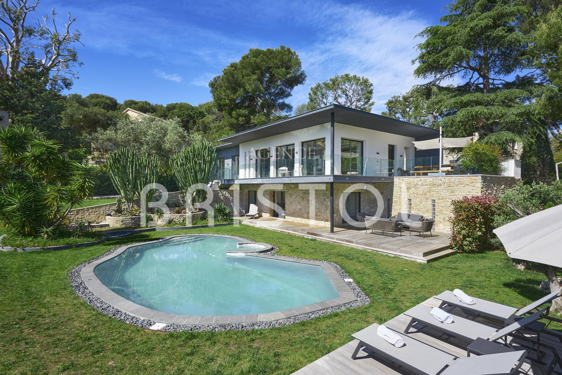 Luxury contemporary villa in the heart of Cap Ferrat