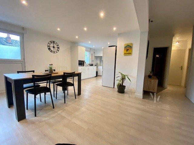 Appartement T3-T4 avec terrasse et parking, Villefranche