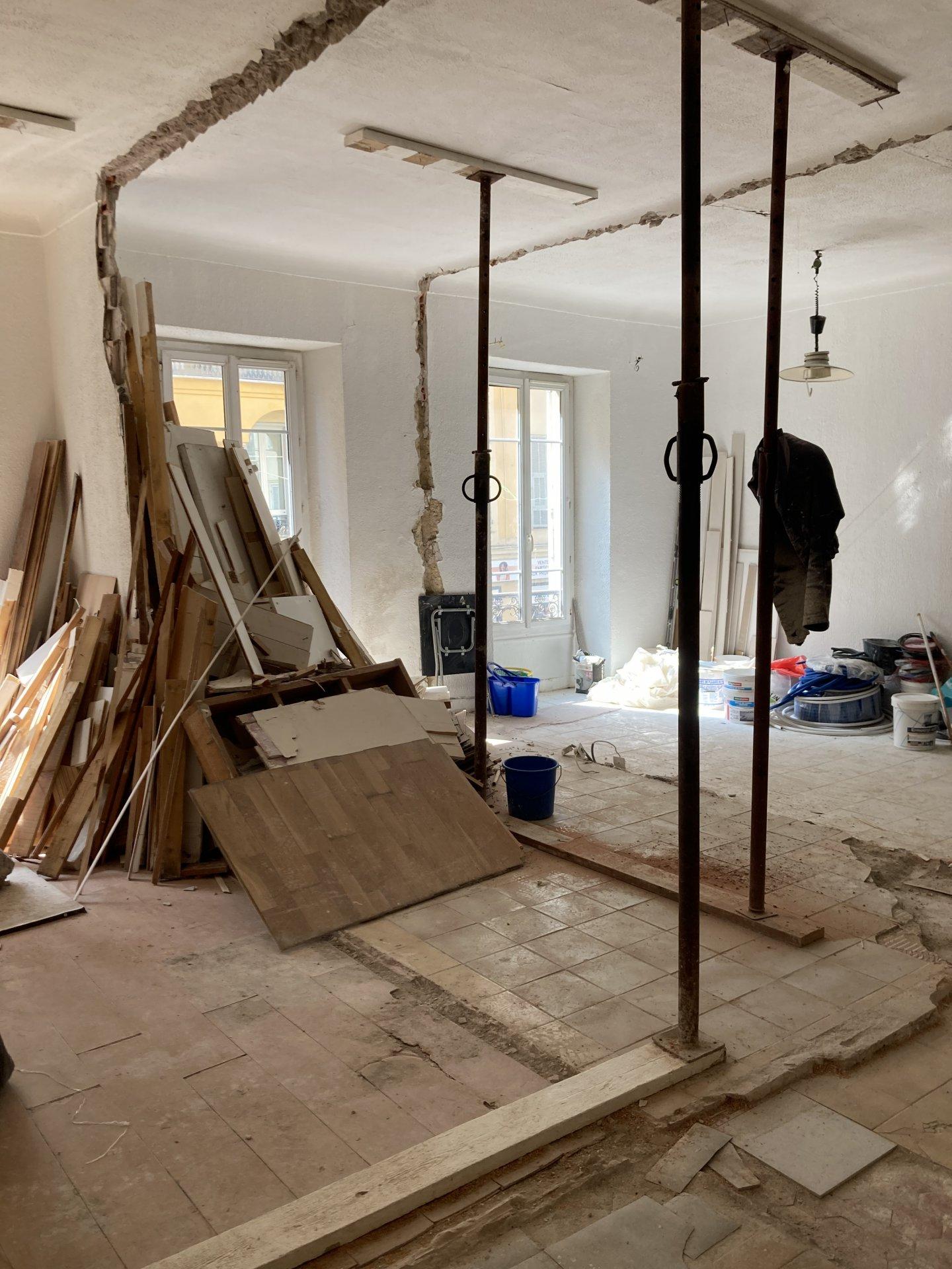 CENTRE VILLE - 85 m2 brut à rénover / possibilité plateau complet