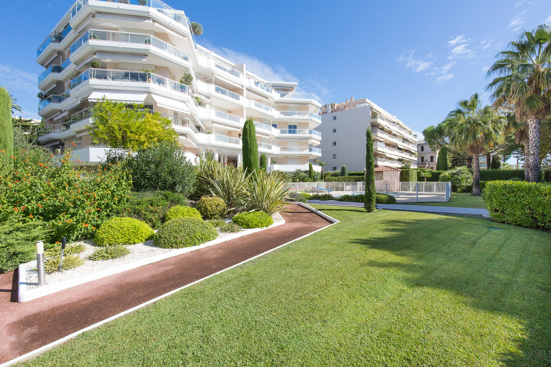 CANNES PALM BEACH 2 P 46M2 GARAGE PISCINE LUXE