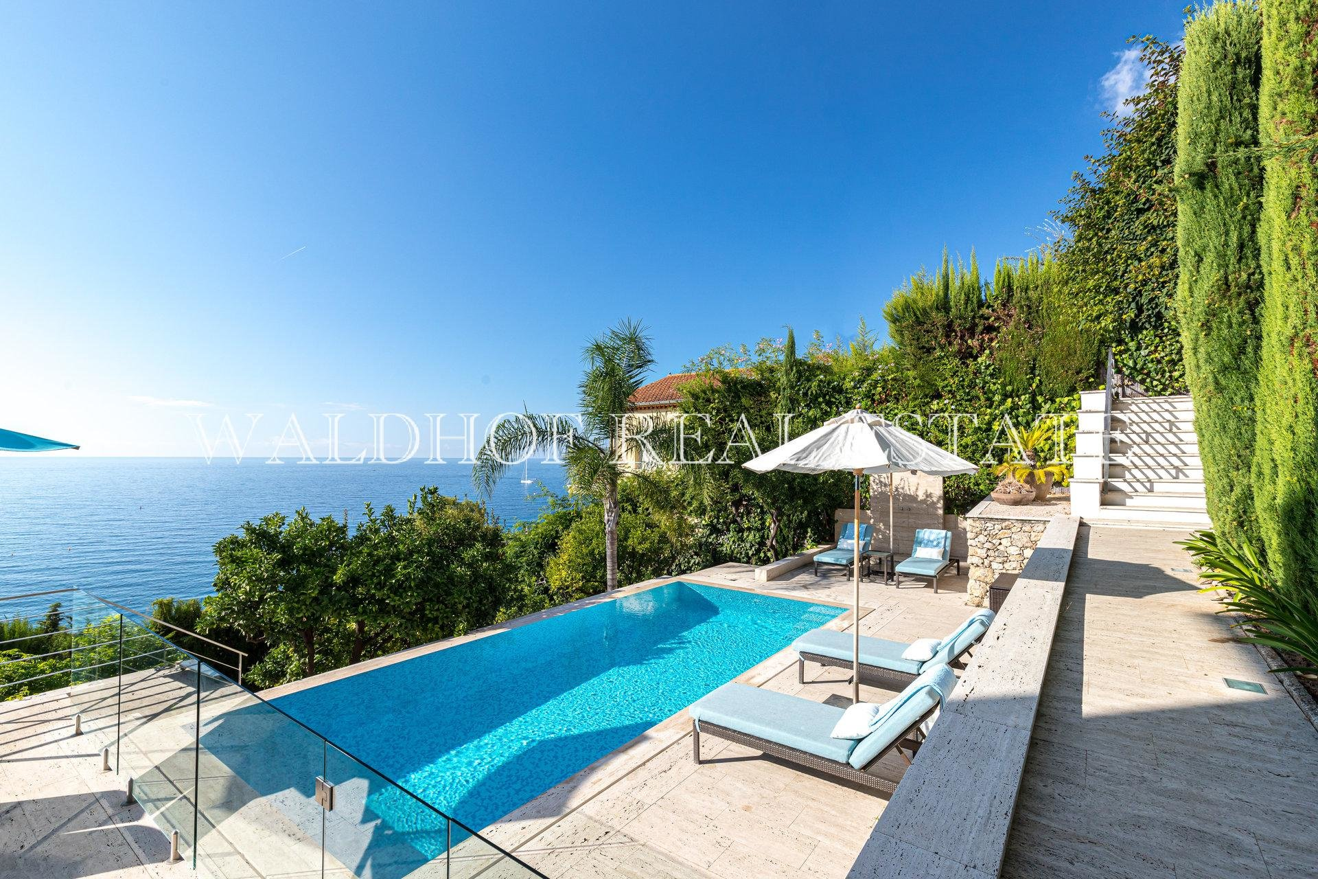 Charming turn-key villa with panoramic sea views 1,5 km from Monaco