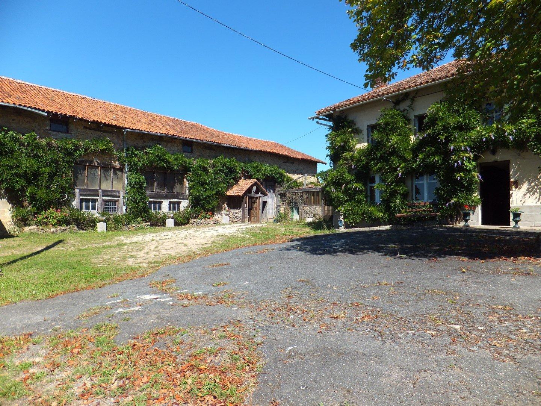 Bauernhaus auf 50 ha in der Nähe von St. Laurent sur Gorre, Haute-Vienne