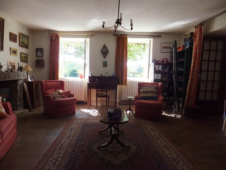 Farm house on 50 ha near St. Laurent sur Gorre, Haute-Vienne