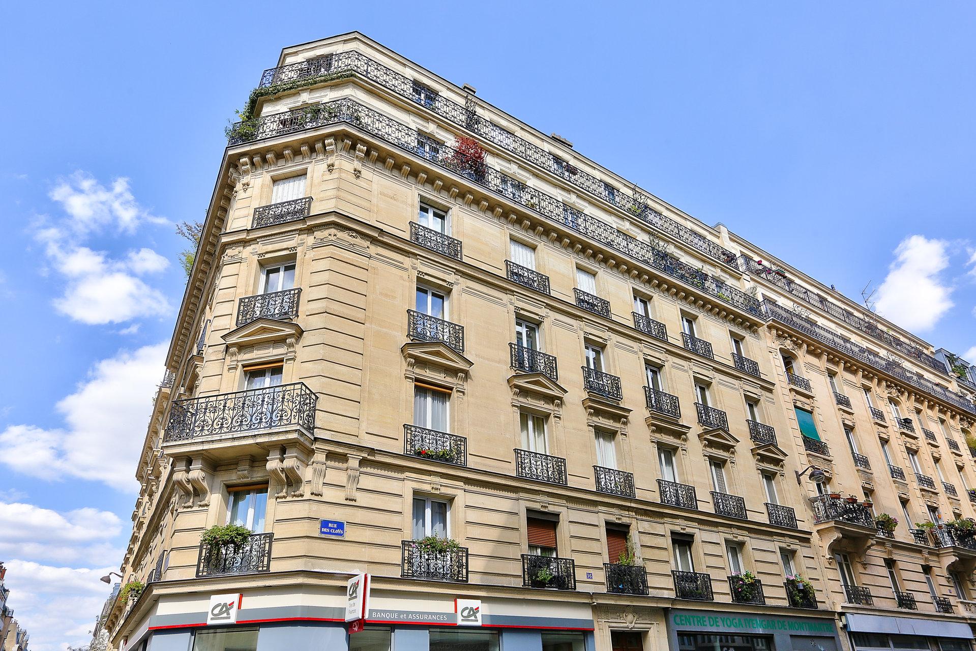 Paris - XVIII ème - MONTMARTRE - M° Lamarck - Caulaincourt LOFT /ATELIER - TRAVERSANT - 3,3 MÈTRES DE HAUTEUR SOUS PLAFOND - BALCON