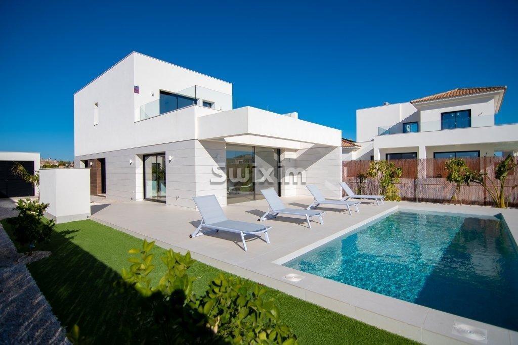 Villa moderne indépendante à Los Montesinos