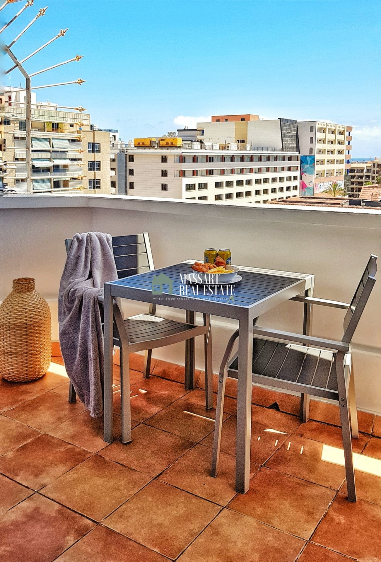 IN THE CENTER OF LAS AMÉRICAS! - Fully furnished apartment in very good condition, in the residential complex Playa Honda.
