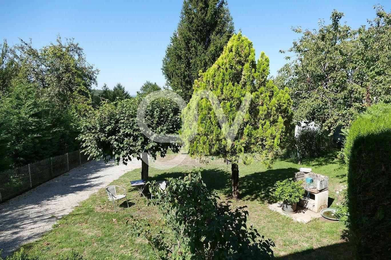 Maison de village rénovée avec goût avec jardin de 900m2