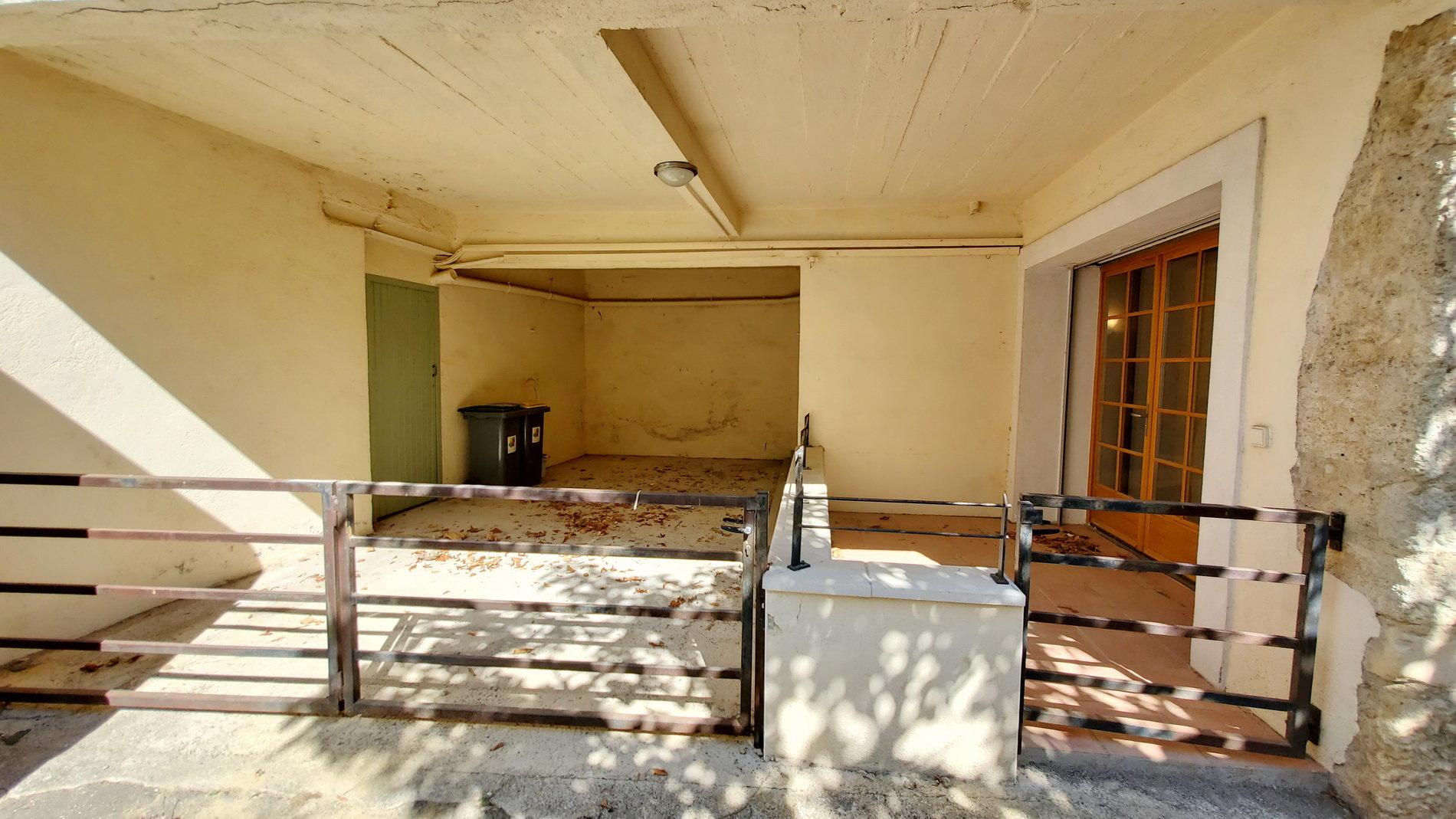 Vinbondehus med garage, terrass och gästhus