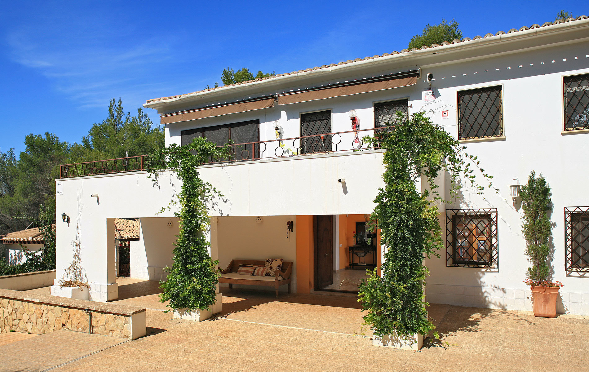 Massive elegant villa with beautiful garden